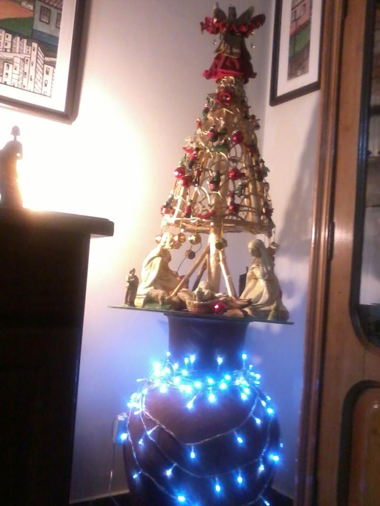 Árvore e presépio cumprem a tradição da casa, que curte o Natal, independentemente de religião - Foto: SE