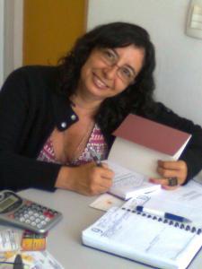 Ana Karla Dubiela, jornalista e escritora: a paixão levou-a à pesquisa - Foto: Honorato Ayres Feitosa, capturada no FB