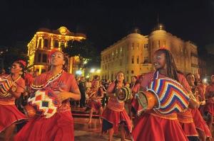 Batuqueiras de maracatu na abertura do Carnaval do Recife 2012 , no Marco Zero - Foto: Recifeweb/Flçickr