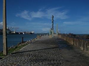 A chegada por terra entre o rio e o mar