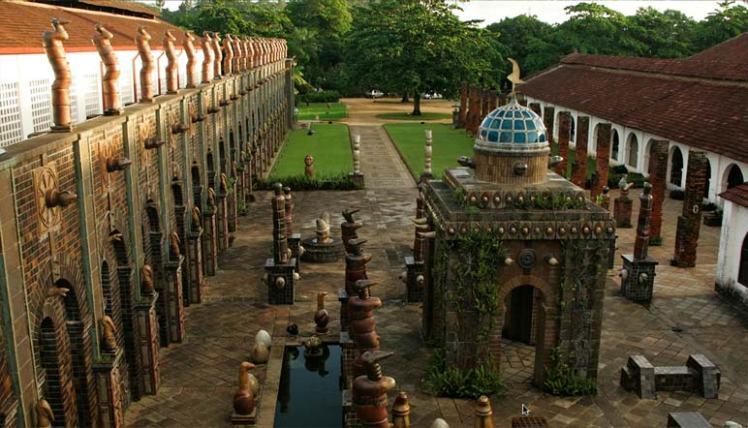 A Oficina Brennand, no bairro da Várzea, é uma galeria a céu aberto - Foto capturada  no sítio do artista