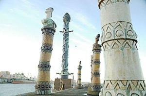 Parte das esculturas do parque, d'onde se avista o Porto do Recife - Foto: PCR