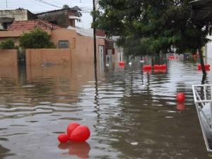 Jorge Freire capta a poesia da chuva em Afogados - também na foto abaixo - capturada no FB do tio Cajá Freire