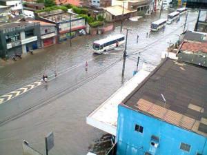 Domingos Ferreira, que liga a área central a Boa Viagem - HeelioLobo/FB/JC Trânsito