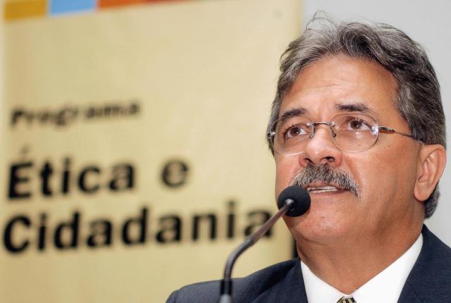 Deputado Nilmário Miranda (PT-MG), da Frente Parlamentar de Defesa dos Direitos Humanos e Minorias da Câmara - Foto capturada em: mobilizabr.ning.com