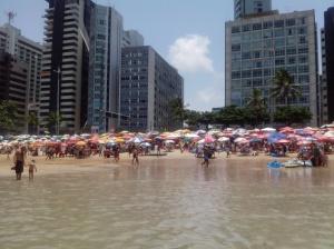 Praia de Boa Viagem: no verão é assim... - Foto: SE