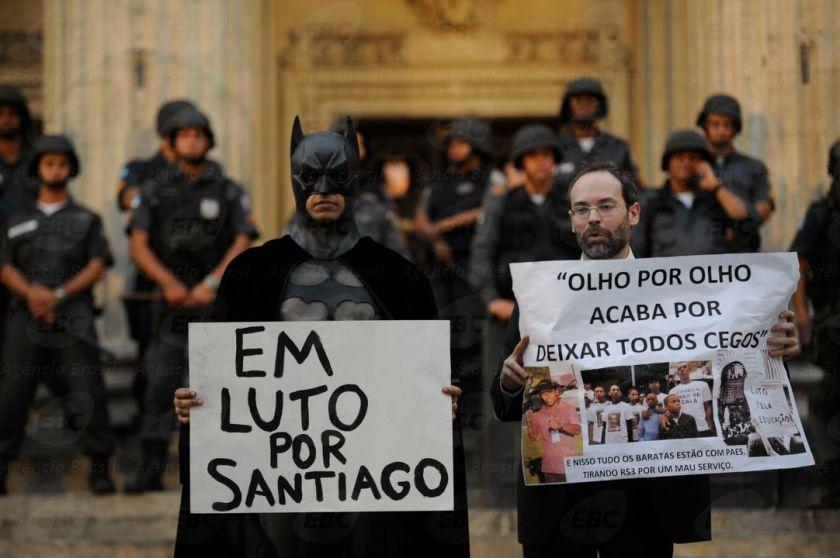 Nesta segunda, novo protesto contra o reajuste das passagens de ônibus no RJ, em frente à Central do Brasil - Foto: Agência Brasil