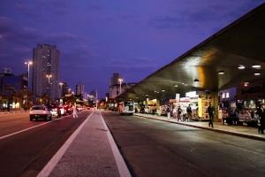 Pontos de ônibus e terminais vazios... - Fotos: Oswaldo Cometi/Fotos Públicas