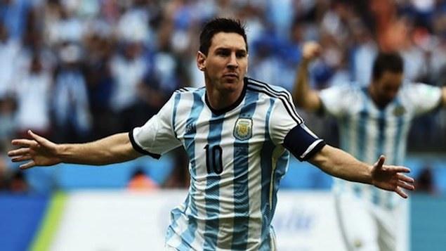 Lionel Messi, ídolo de uma torcida hiperbólica, entra em campo no domingo para defender as cores de seu país