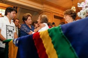 A presidenta Dilma e a viúva Zélia Andrade Lima no velório de Suassuna - Foto: Roberto Stukert Fo/PR