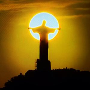 O Redentor ao pôr-do-sol - Foto capturada no FB