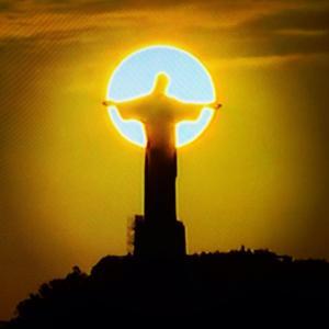 O Redentor ao pôr-do-sol - Foto capturada no FB