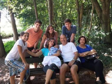 Eduardo Campos com a mulher, Renata, a mãe Ana Arraes e os cinco filhos, em foto recente - Fotos: PSB/Agência Pública