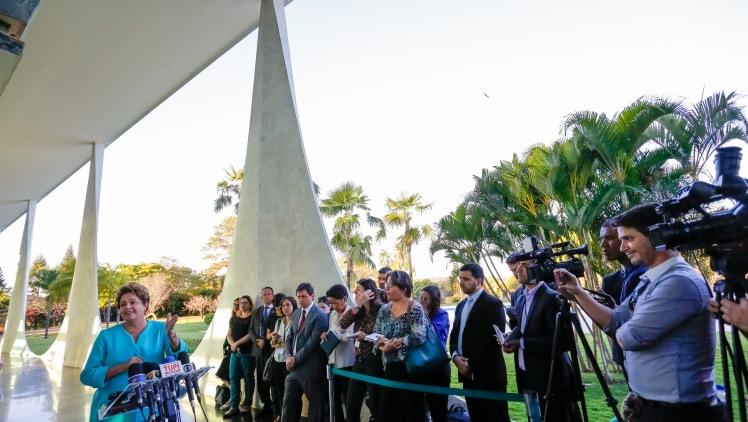 A presidenta Dilma e os jornalistas que cobrem o Planalto - Foto: Ichiro Guerra/Dilma 13/Fotos Públicas