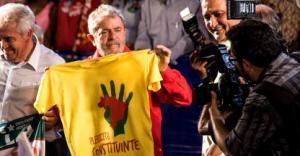 Lula com a camisa do plebiscito_ Muda mais
