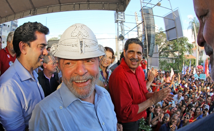 Lula faz o que prometeu: percorrer o Brasil em campanha para reeleger Dilma. Na foto, ao lado de João Paulo, candidato ao Senado por Pernambuco,  em Petrolina  - Foto: Ricardo Stuckert/Instituto Lula/Fotos Públicas