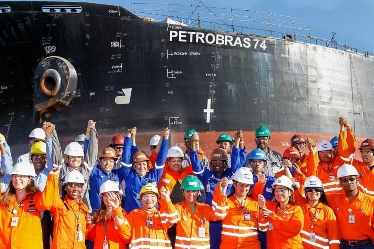 Por trás da campanha contra a Petrobras está a cobiça pelo Pré-Sal, que estimula indústria naval, gera emprego e renda e vai destinar R$ 1,3 trilhão para educação e saúde - Foto: Roberto Stuckert Fo/PR