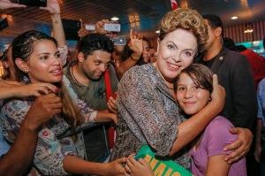 """Anna Celina pediu e ganhou seu presente de aniversário: um """"selfie"""" e outras fotos com a presidenta da República"""