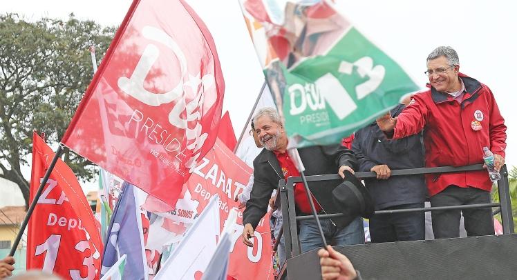 Lula com Padilha em Diadema, SP, para fechar a campanha, depois de ter cruzado o país, sob sol e chuva - Foto Ricardo Stuckert/Instituto Lula/Fotos Públicas