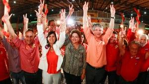 Dilma, Ricardo Coutinho (D) e apoiadores em João Pessoa
