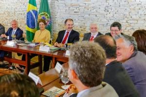 Dilma e seu ministério na primeira reunião do segundo governo - foto: Roberto Stuckert Fo/PR