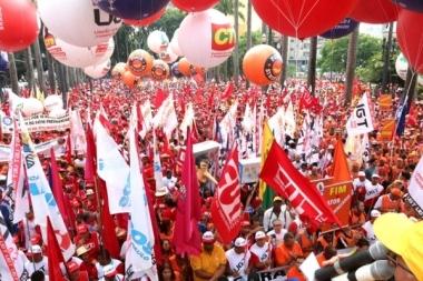 As centrais sindicais botam o bloco nas ruas antes do Carnaval - Foto: Roberto Parizotti/CUT