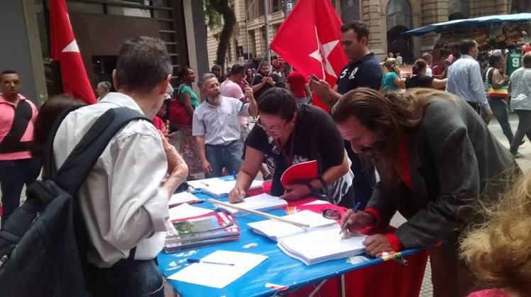 Em São Paulo, a coleta de assinaturas se deu na Praça Ramos - Foto: evento PT/FB