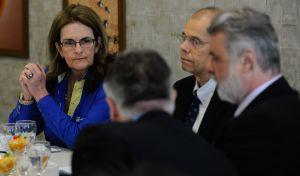 Graça Foster e parte da diretoria da Petrobras em coletiva de imprensa em meados de dezembro/2014
