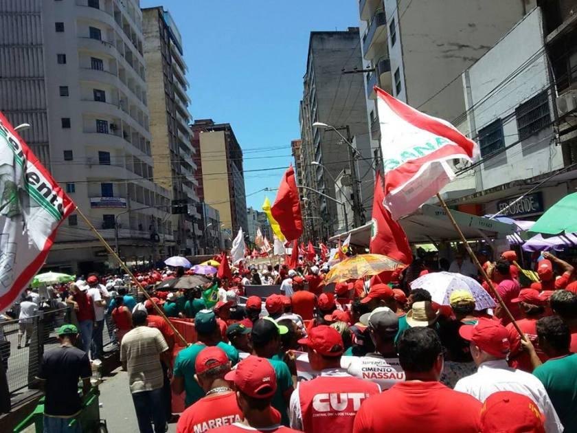 No Recife, perto de 3 mil trabalhadores foram às ruas logo de manhã -