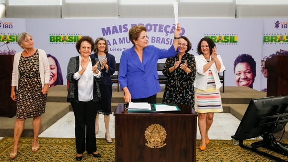 A presidenta Dilma Roussef sanciona a Lei que torna o assassinato de mulheres crime hediondo - Foto: Ricardo Stuckert Filho/PR