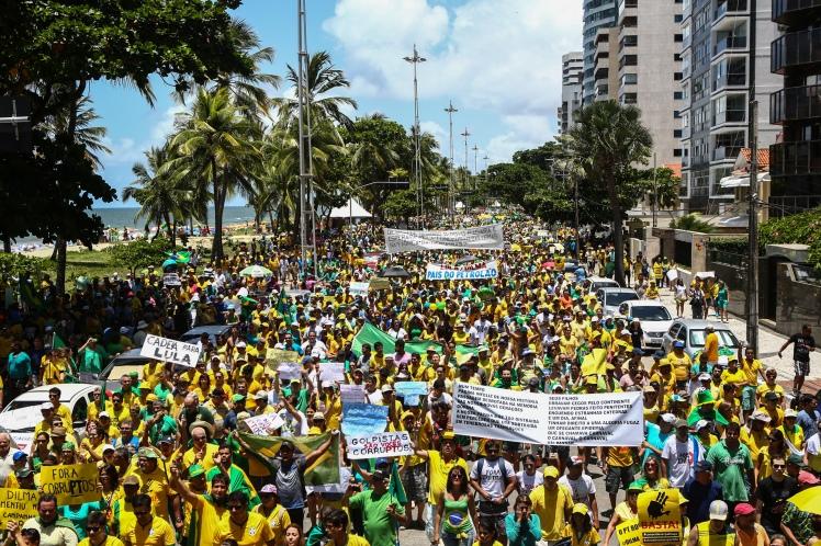 No Recife, o protesto foi à beira-mar - Foto: Rodrigo Lobo/Fotos Públicas