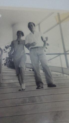 Camaradagem, a despeito da concorrência: Euzinha no Globo, Zé Guilherme no JB, quando o Hotel Del Rey era o QG do então senador, candidato ao governo de Minas, Itamar Franco  - 1986 - Foto de Marcelo Prates, creio...