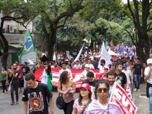 Juventude presente em ato e passeata no 1º de Maio em Beagá - Foto: Rogério Hilário/CUTMG