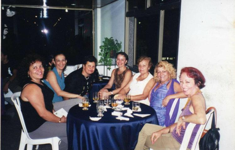 Mulheres queridas em  festa familiar  em 2001