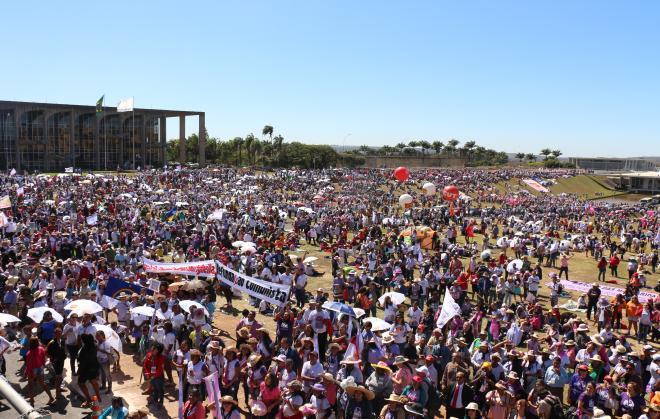 Dezenas de milhares de Margaridas em defesa dos direitos das mulheres e da democracia - Foto: Angélica Almeida/Contag