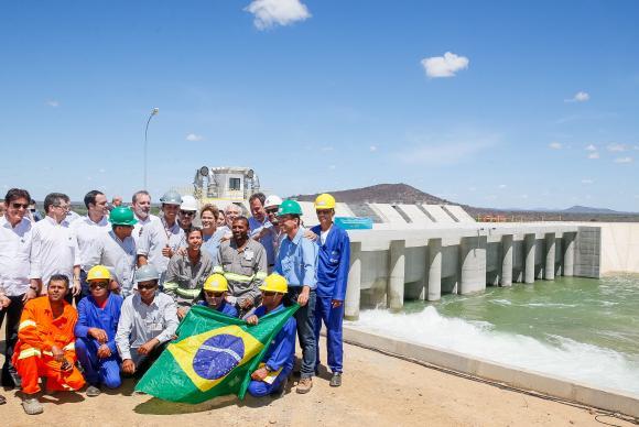 A presidenta, minsitros e trabalhadores da estação inaugurada -Fotos: Roberto Stuckert-PR/Fotos Públicas