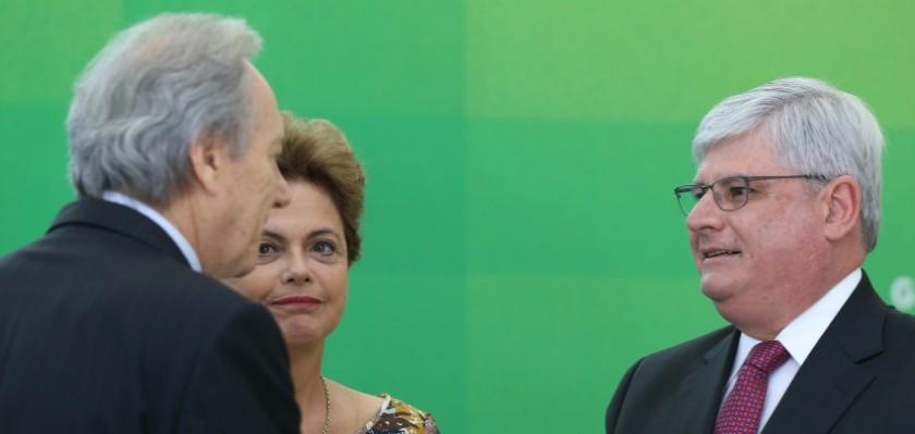 A presidenta Dilma Roussef, entre Lewandovisk, presidente do STF, e Rodrigo Janot, reconduzido à Procuradoria Geral da República - Foto: Lula MNarques/Agência PT/Fotos Públicas