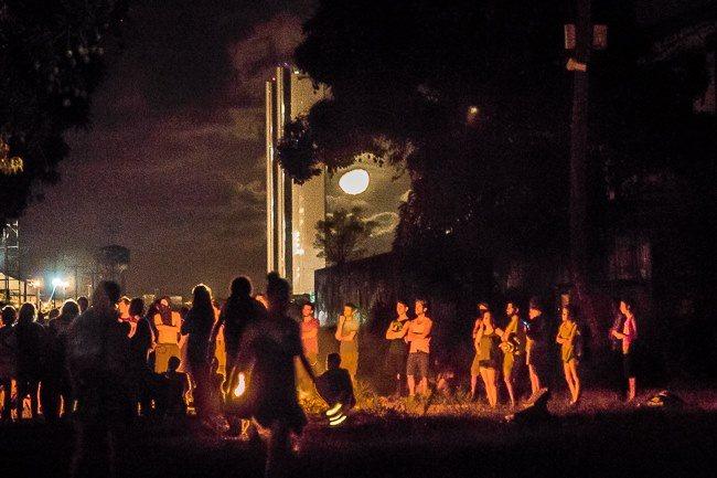 A retomada teve a cumplicidade da lua - foto: FB/Ocupe Esteçota