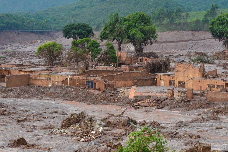 Bento Rodrigues, praticamente, desapareceu sob a lama. que já atinge o Espírito Santo, estado vizinho ao Leste de Minas Gerais