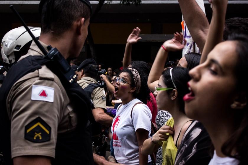 Mulheres contra Cunha em Beagá encaram a polícia - Foto: Caio Santos/Jornalistas Livres