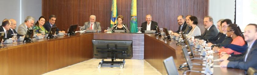 A presidenta Dilma em reunião da coordenação política ampliada: todos os ministros a postos no combate ao golpe paraguaio