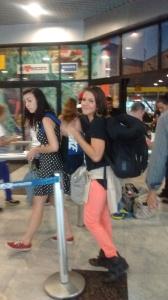 Bárbara no embarque para Curitiba - Fotos: SEsteliam