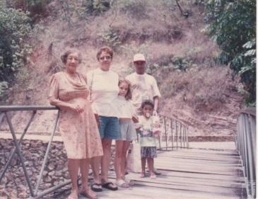 Em Itiuira, com minha mãe, Carol, meu irmão e o filho, Guilherme - 1992
