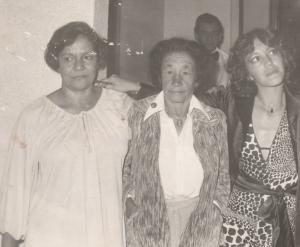 Com mamãe e Euzinha, na festa da minha formatura em Jornalismo, 1979