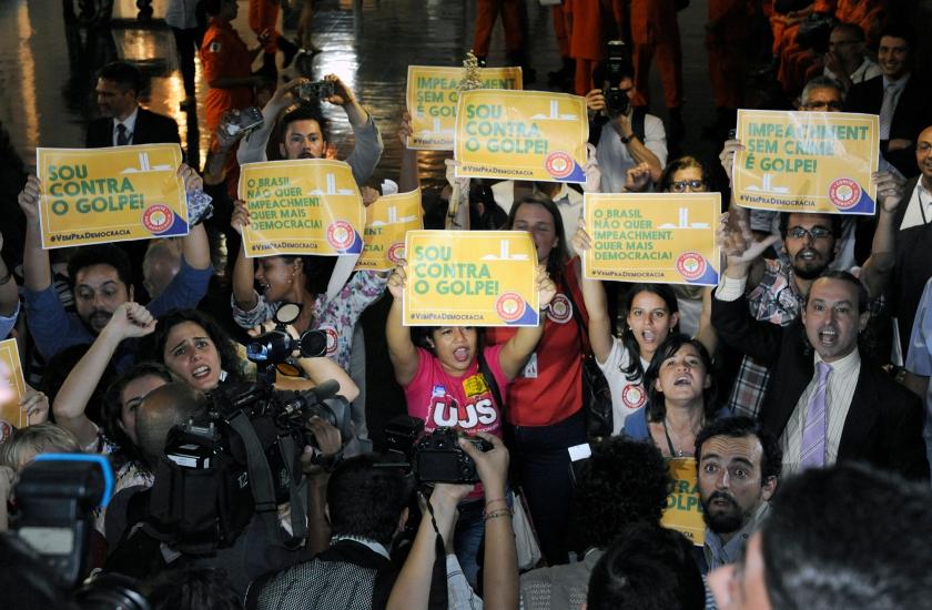 Manifestantes contra e pró-governo, protestam no salão verde - Foto: Luis Macedo/ Câmara dos Deputados/Fotos Públicas