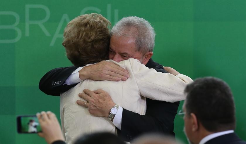 A presidenta Dilma e o ex-presidente, e agora ministro, Lula: abraço de companheiros de jornada - Foto Lula Marques/Agência PT/Pública