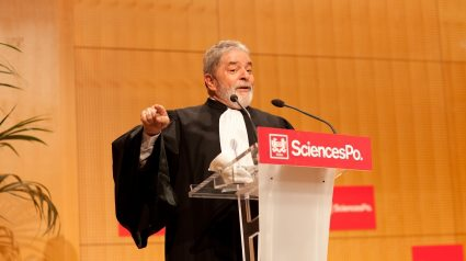 Lula , o primeiro latino-americano a recebero titulo de Doutor Honoris Causa do Instituto Scienses Po - Paris, 2011