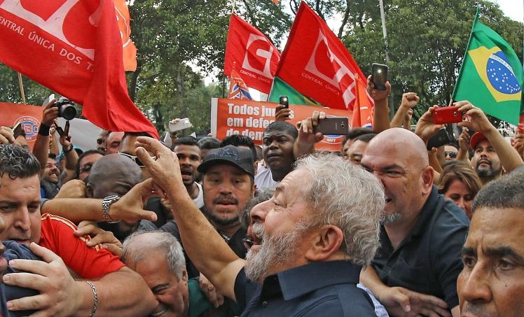 A mobiização popular em apoio a Lula assusta a casa-grande e incomoda os que se arvoram em persegui-lo - Ricardo Stuckert/IL Foto: Ricardo Stuckert/ Instituto Lula