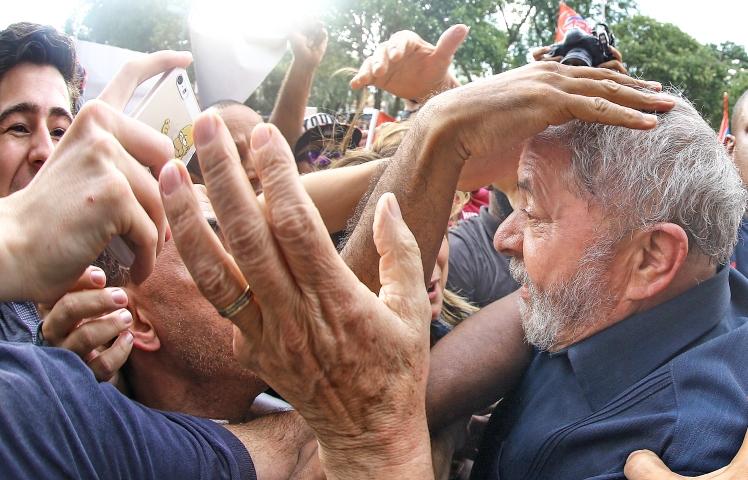 Ex-presidente Lula chega ao seu apartamento em São Bernardo do Campo e é recebido pelo povo - Foto: Ricardo Stuckert/IL/A=Fotos Públicas Foto: Ricardo Stuckert/ Instituto Lula