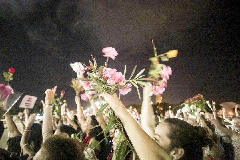 Mulheres com Dilma no Abraçaço pela Democracia - terça-feira, 19 de abril de 2016 - Foto: Luiz Rodrigues/Jornalistas Livres